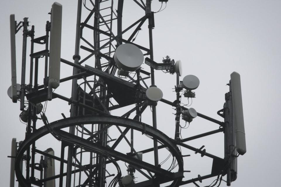 За 10 месяцев количество радиоэлектронных средств операторов «большой четверки» увеличилось на 12% 1