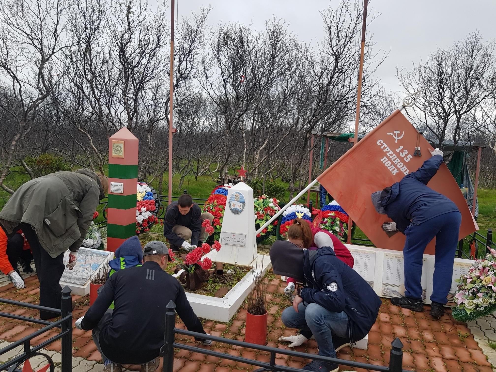 Волонтеры МТС отремонтировали мемориальный комплекс героическим защитникам Советского Заполярья 5